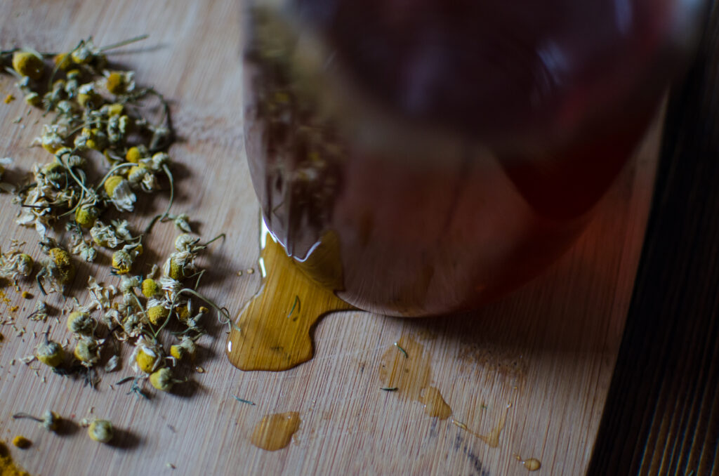 The Best Antiviral Herbs - Chamomile and honey